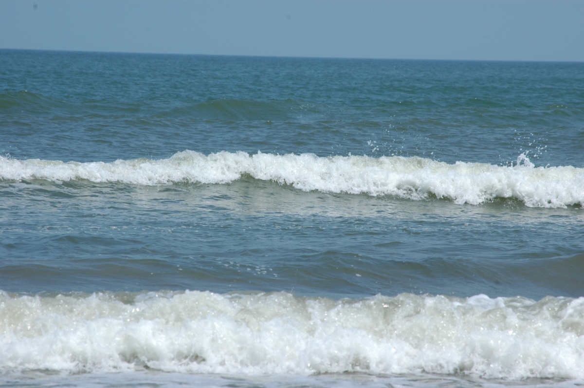 Incoming waves on Jamaica Beach, Galveston, TX