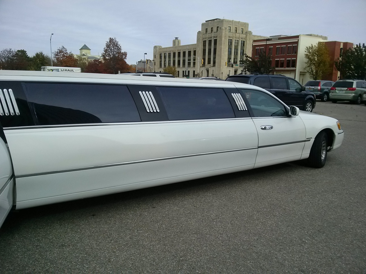 The awesome limo that took me to lunch Wednesday, Wichita, KS