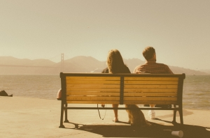 bench-sea-sunny-man_1473x976